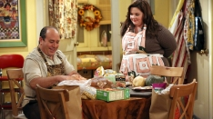 /shows/mike_and_molly/episodes/Thanksgiving Is Cancelled