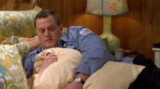 /shows/mike_and_molly/episodes/Molly's Out Of Town