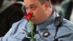 /shows/mike_and_molly/episodes/First Valentine's Day