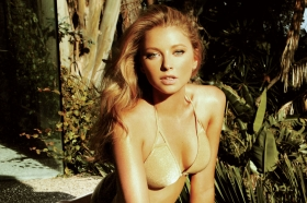 Elisabeth Harnois\' Maxim Shoot