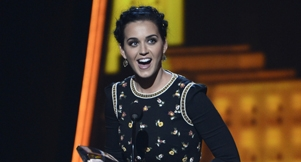Video: Katy Perry Wins Favorite Pop Artist