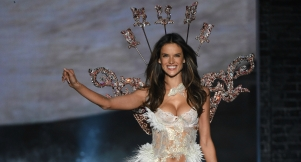 Here's Why Alessandra Ambrosio's Beauty Only Becomes More Divine With Time