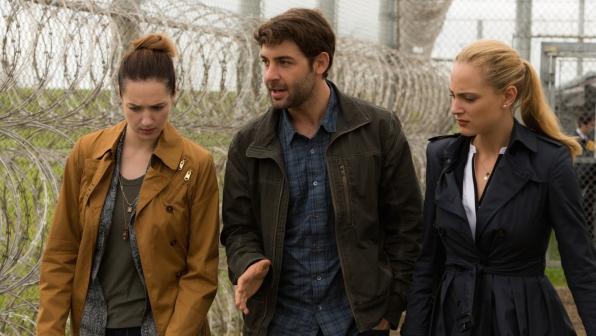 Kristen Connolly as Jamie Campbell, James Wolk as Jackson Oz, and Nora Arnezeder as Chloe Tousignant.