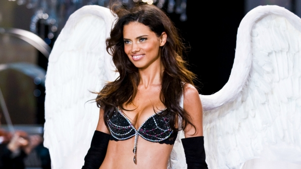Angel Adriana Lima caused a bling blackout in 2008.
