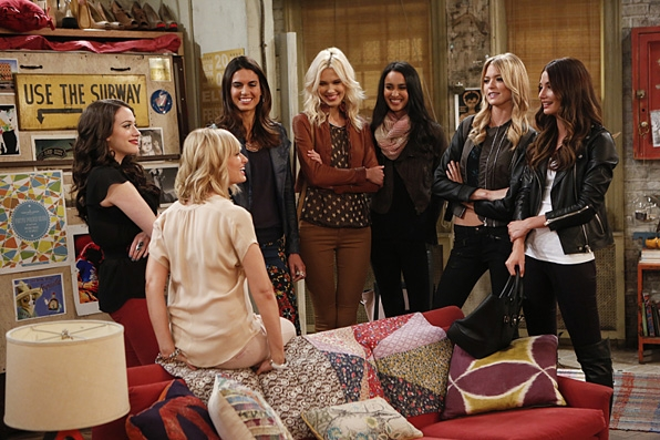 5. Max and Caroline's couch on <i>2 Broke Girls</i>