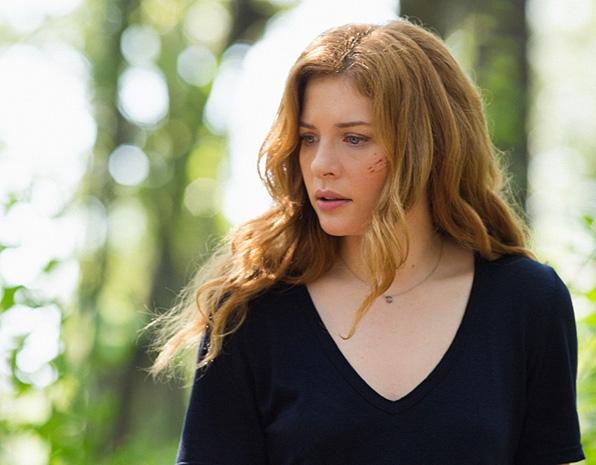 Julia Shumway (Rachelle Lefevre)
