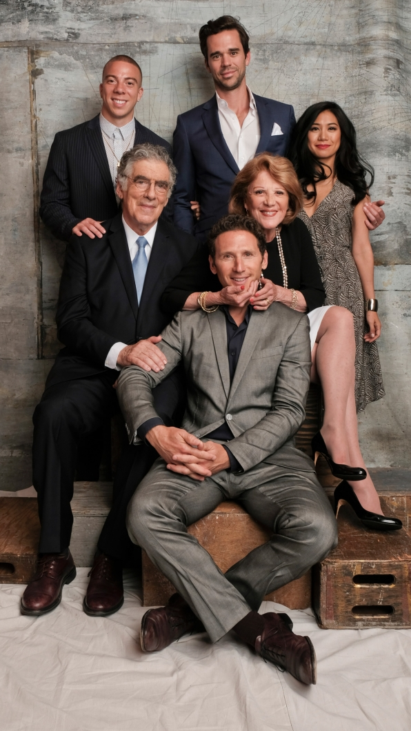 Matt Murray, Elliott Gould, Mark Feuerstein, Linda Lavin, Liza Lapira, and David Walton of 9JKL
