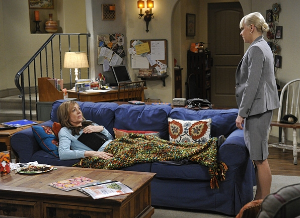 10. Christy's couch on <i>Mom</i>