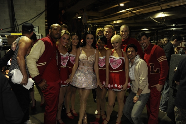 (2011) Katy poses with her backup dancers to show off her sparkly number.