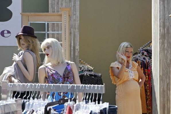 Tori Spelling Makes a Surprise Visit