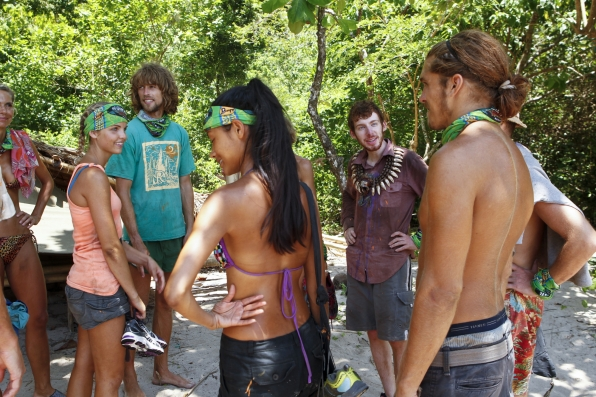 "Tribe huddle in ""Blindside Time"" Episode 8 of Season 26"