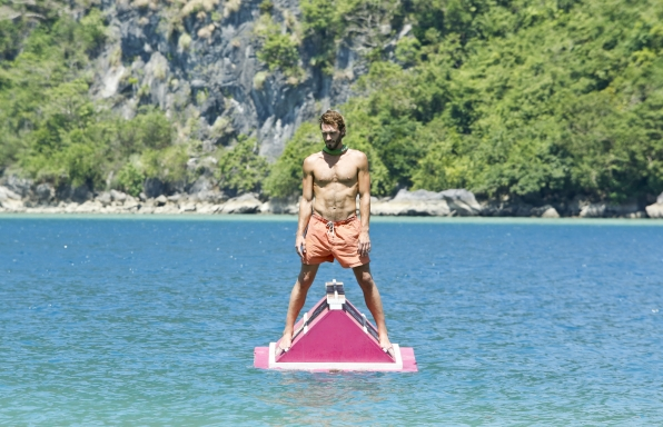 """Reynold in the immunity challenge in """"The Beginning of the End"""" Episode 12 of Season 26"""