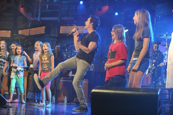 Pat Monahan with Young Fans
