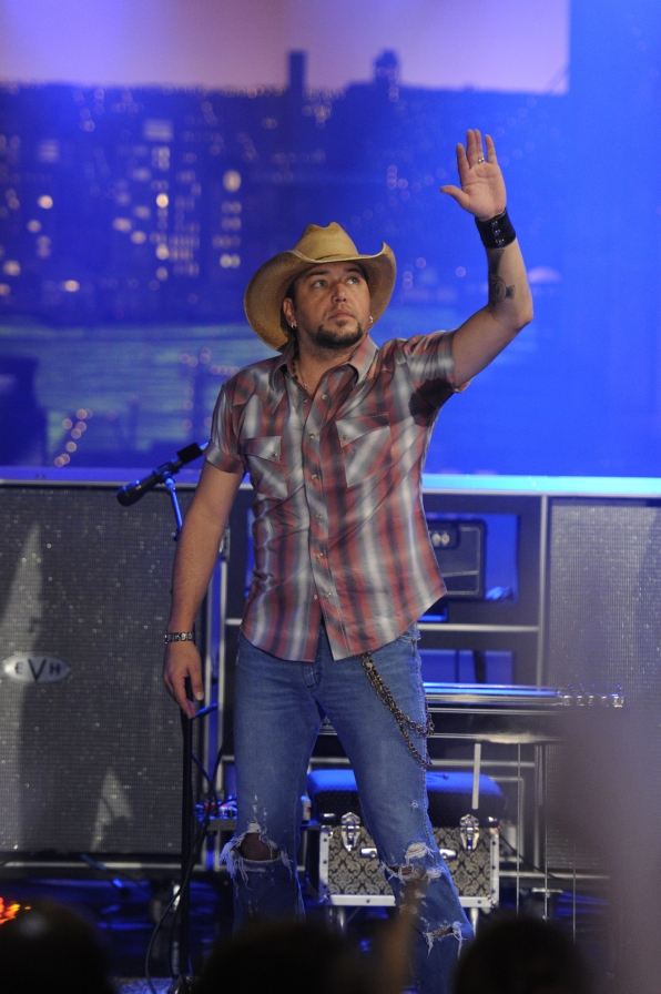 Jason Aldean Greets the Crowd