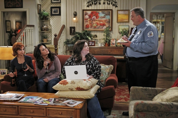 """Mike & Molly - """"Mike Likes Cake"""""""