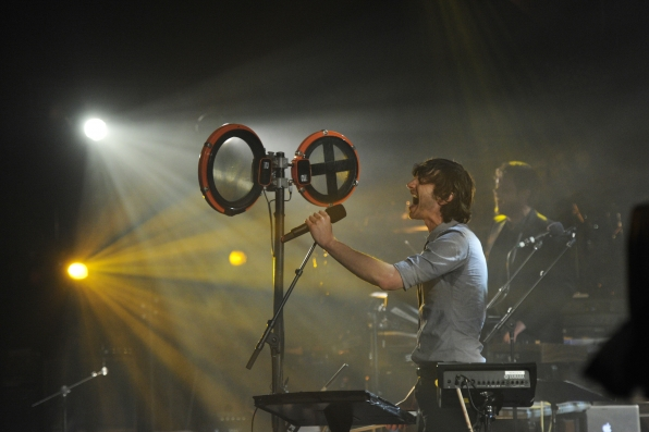 Gotye Rocks the Stage