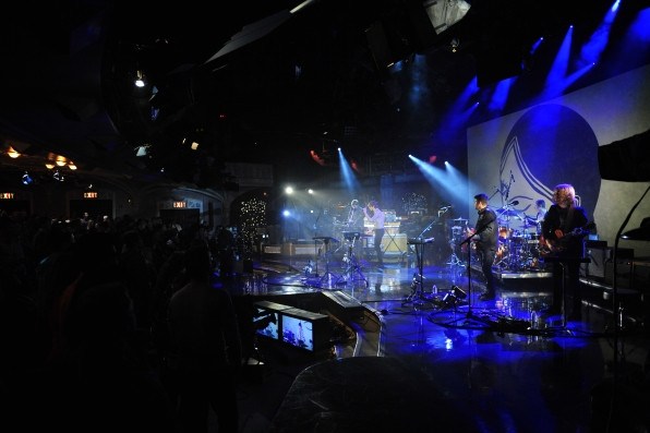 Gotye and His Band Take the Stage