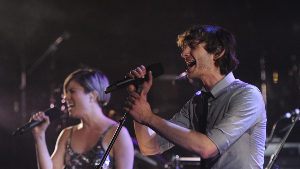 Gotye Performs