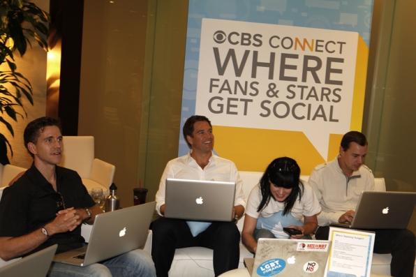 NCIS Stars Live Tweeting