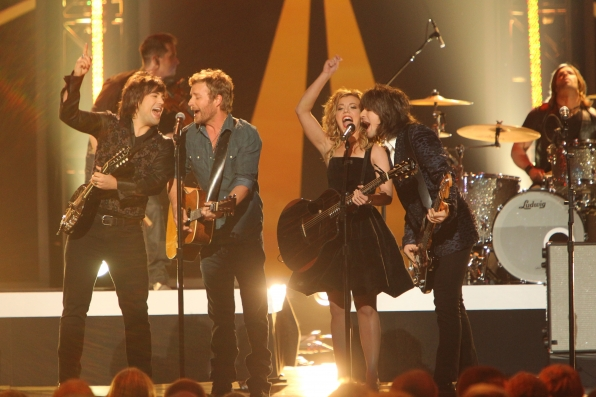 Country Stars Rock the Stage