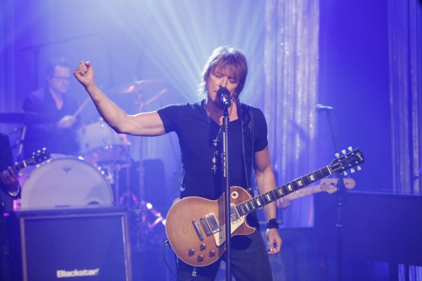 Richie Sambora Performs