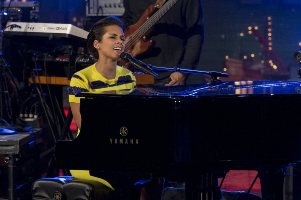 "Alicia Keys Performs ""If I Ain't Got You"""