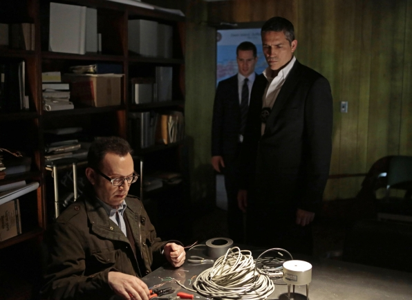 Finch helps Reese track a killer