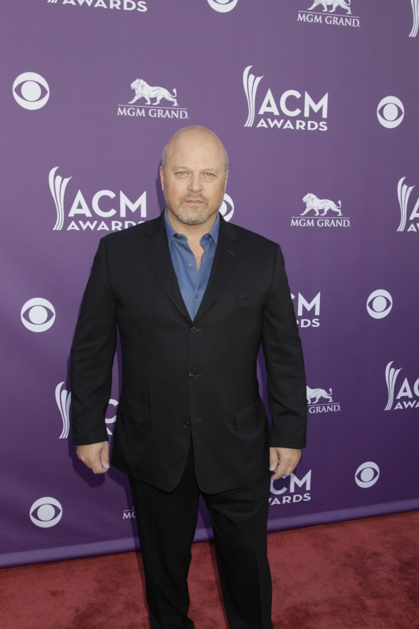 Michael Chiklis on the Red Carpet - 48th ACM Awards
