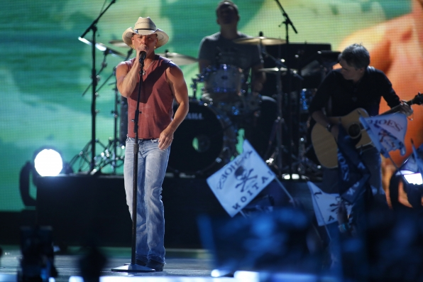 Kenny Chesney Performs