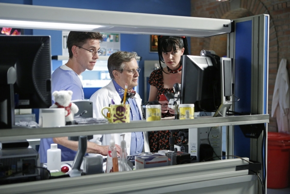 "Lab Work in ""Damned If You Do"" NCIS Season Finale"