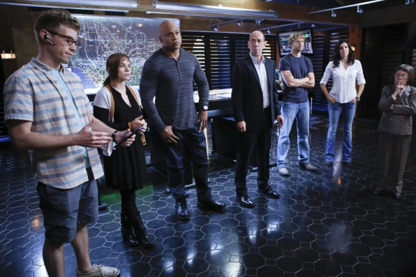 """The Team in """"Reznikov, N."""" Season 5 Episode 4"""