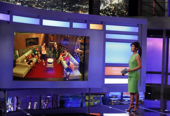 Julie Chats With Houseguests