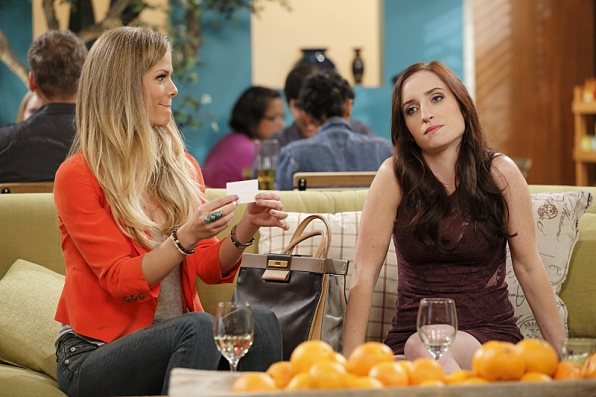 """Jules & Kate in """"Pros & Cons"""" S1 E4"""