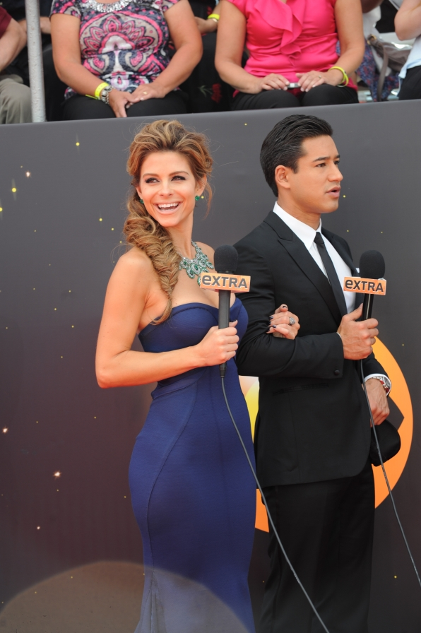 EXTRA hosts Maria Menounos and Mario Lopez