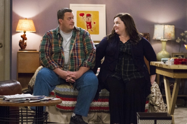 "Mike & Molly in ""Poker in the Front, Looker in the Back"" Episode 5 of Season 4"