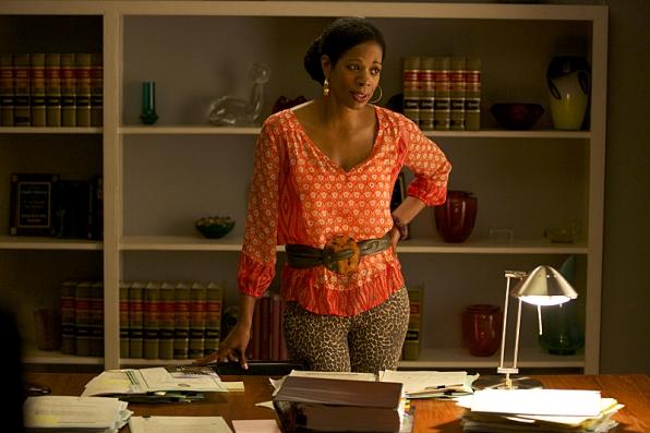 """Kim Wayans as Violet """"Vi"""" Briggs"""