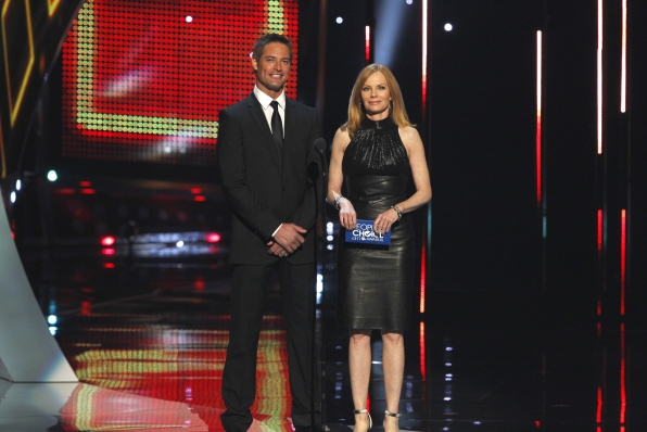 The 2014 People's Choice Awards Show - Josh Holloway and Marg Helgenberger