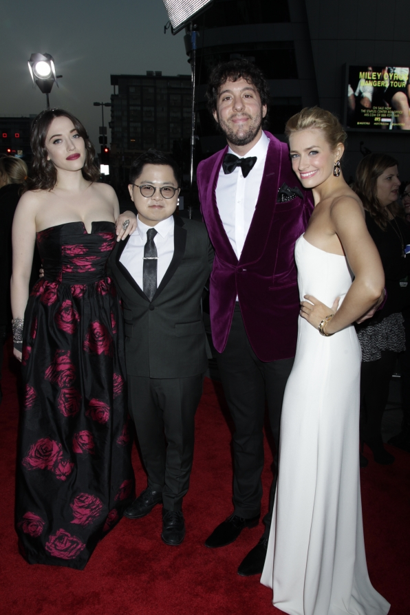 The 2014 People's Choice Awards Red Carpet - 2 Broke Girls Cast