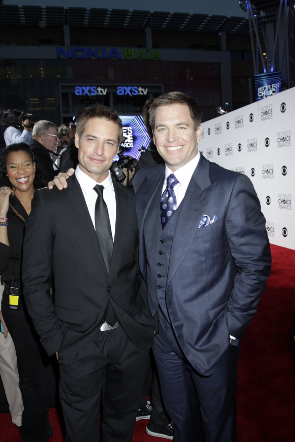 The 2014 People's Choice Awards Red Carpet - Josh Holloway and Michael Weatherly