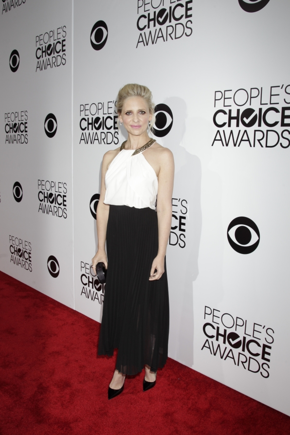 The 2014 People's Choice Awards Red Carpet - Sarah Michelle Gellar