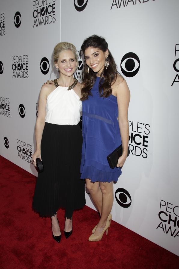 The 2014 People's Choice Awards Red Carpet - Sarah Michelle Gellar and Amanda Setton
