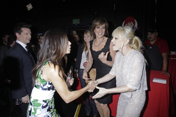 The 2014 People's Choice Awards Behind The Scenes - Sandra Bullock and Anna Faris