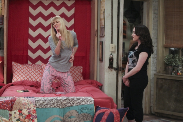 """Curling iron mic in """"And The Icing On The Cake"""" Episode 15 of Season 3"""