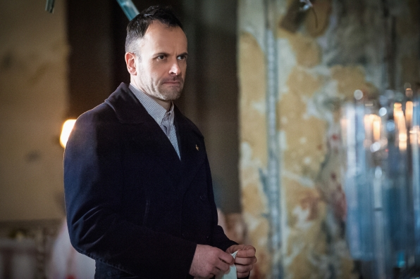 "Jonny Lee Miller in ""The One Percent Solution"" S2 E16"