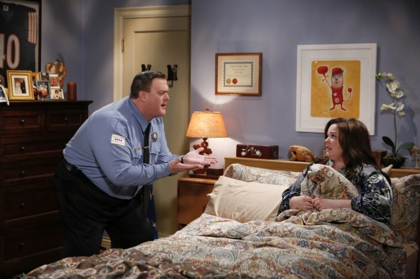"Mike & Molly in ""Three Girls And an Urn"" S4 E16"