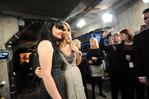 Pauley Perrette & Taylor Swift Backstage - GRAMMYs 2014 - CBS.com