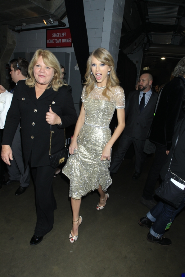 Taylor Swift Backstage - GRAMMYs 2014 - CBS.com