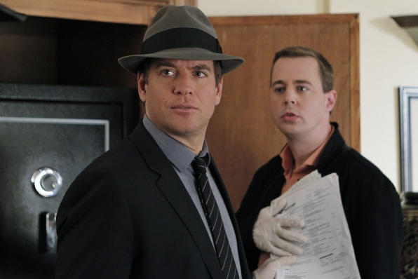 """Detective Work in """"Dressed to Kill"""" S11 E16"""