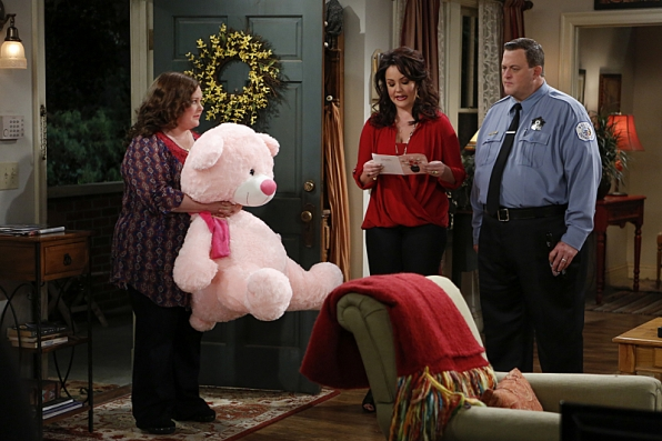 """Teddy bear in """"Sex, Lies and Helicopters"""" S4 E21"""