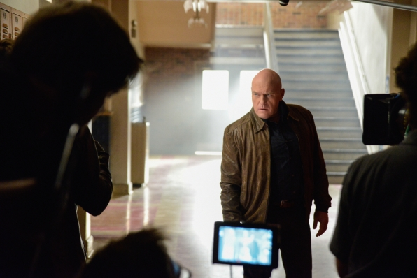 Behind the Scenes - Dean Norris - S2E2